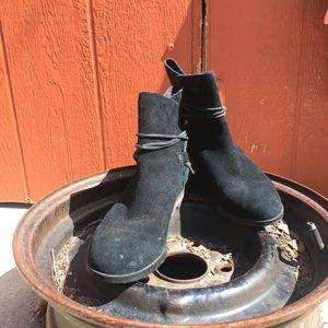 Black Sorel booties